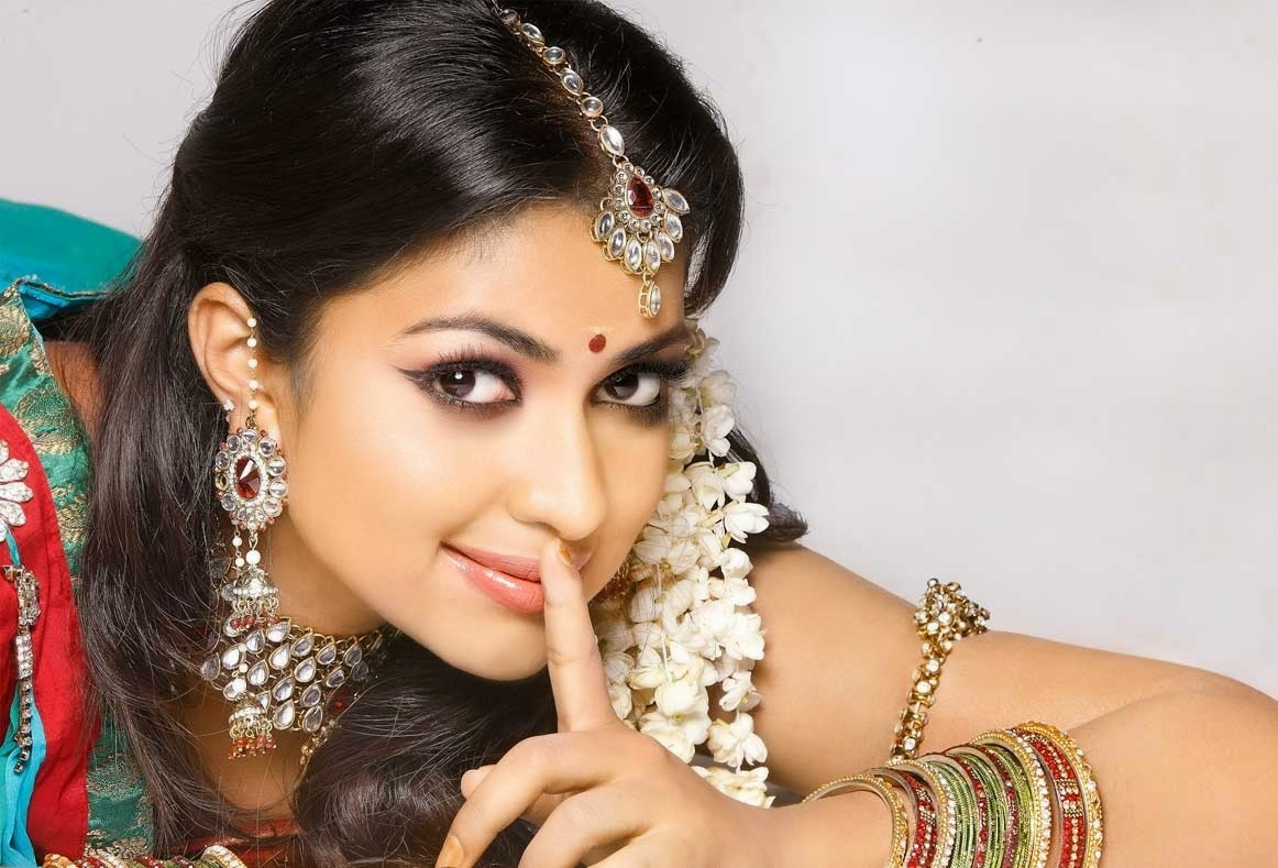 Jyothi 3d Wallpapers South Indian Film Actress Amala Paul Wallpapers Free