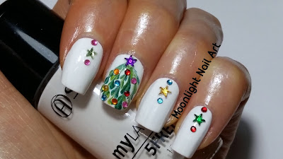 Drag Dry Marble Christmas Tree Nail Art Design.