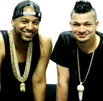 Foto de Jowell y Randy con sus grandes collares