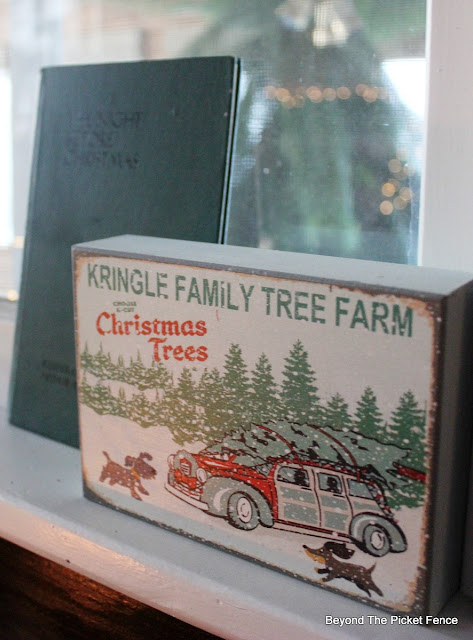 Christmas sign, twas the night before Christmas, antique book, TJMaxx, https://goo.gl/xpejCP