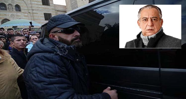 بالفيديو...تصرف غريب جدا من أحمد السقا في جنازة أحمد راتب