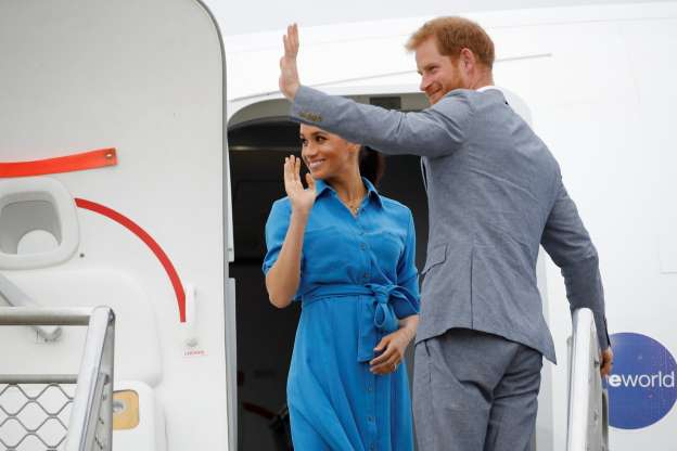 Meghan Markle and Prince Harry in mid-air jet drama as plane is forced to abort landing in Sydney