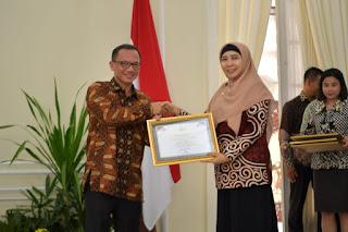 <b>Pemprov NTB Raih Anugerah Keterbukaan Informasi Badan Publik 2018</b>