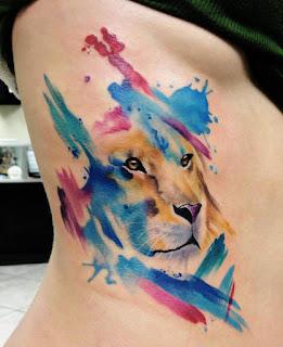 Tatuaje león acuarela