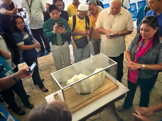 Pinoy Fisherman Found World's Biggest Pearl/The Guardian