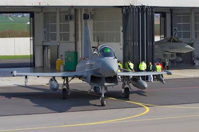 Eurofighter Typhoon T.3 - der Doppelsitzer rollt aus der Box