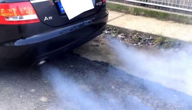batterie voiture fume