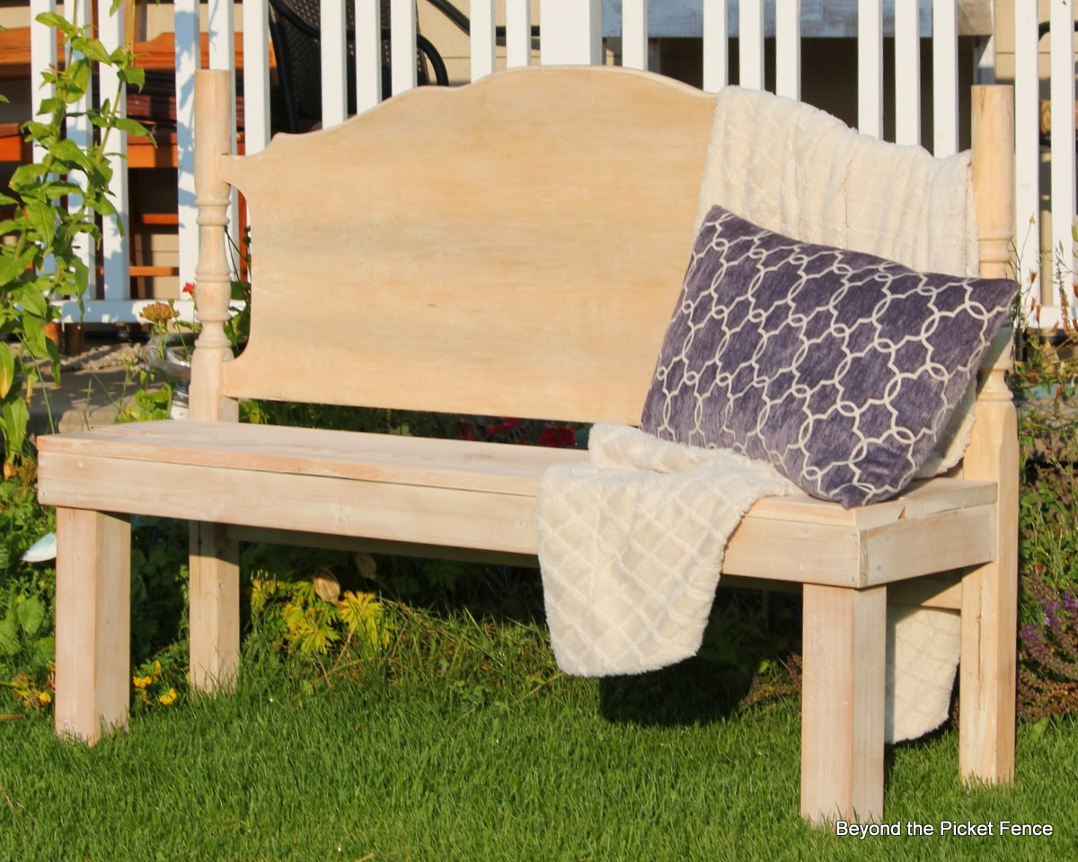 Headboard Bench http://bec4-beyondthepicketfence.blogspot.com/2014/08/a-headboard-bench-that-makes-me-junker.html