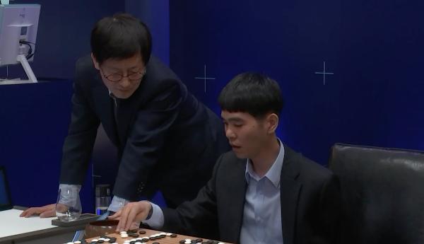[韓國現場]AlphaGo奪下世紀對決第一勝!棋王李世乭還有四場硬戰要打