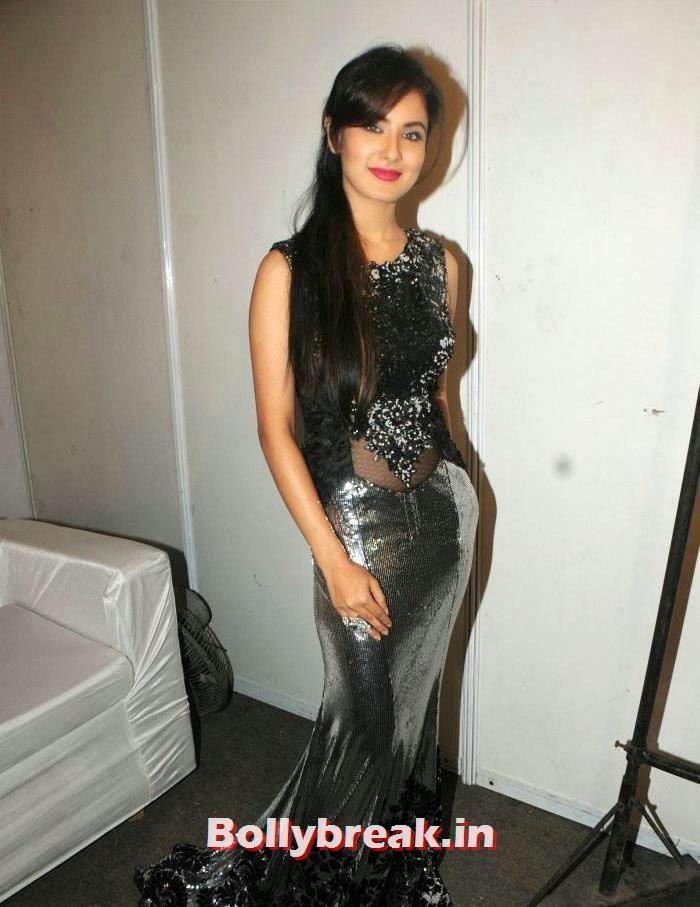 Pooja Banerjee, Rohit Verma's Fashion Show Pics