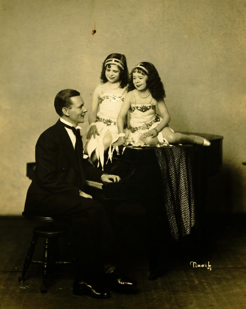 Vintage Photos Reveal The Burlesque Troupe Of Midgets From