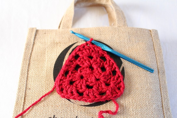crochet, granny square, heart, tote bag, no-sew, free crochet pattern