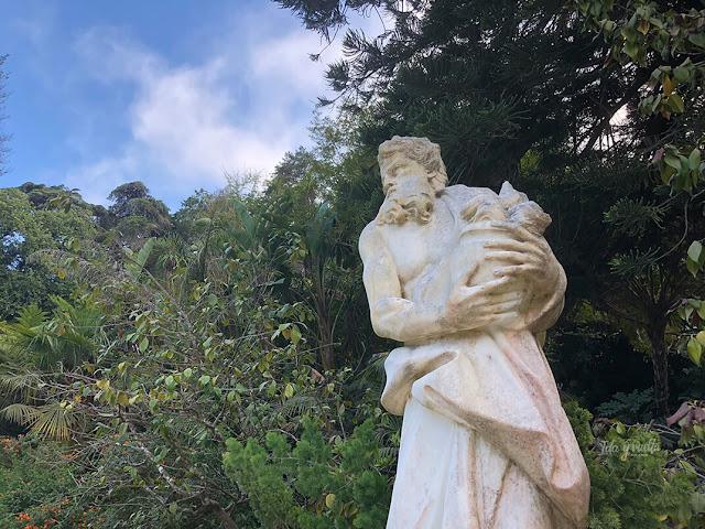 Escultura en el paseo