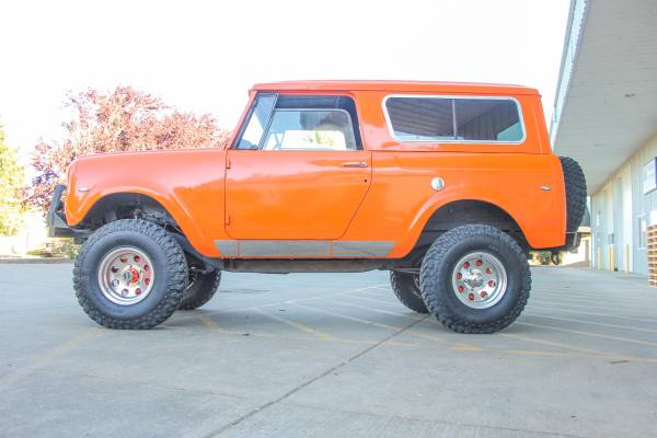 International Scout Harvester Side on International Scout Roll Cage
