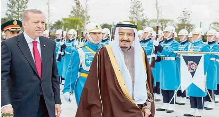 بالفيديو...تصرف غير متوقع من أردوغان مع الملك سلمان لحظة نزوله من الطائرة