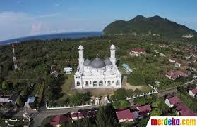 http://traveling-toindonesia.blogspot.co.id/2016/02/tourism-and-travel-in-aceh.html