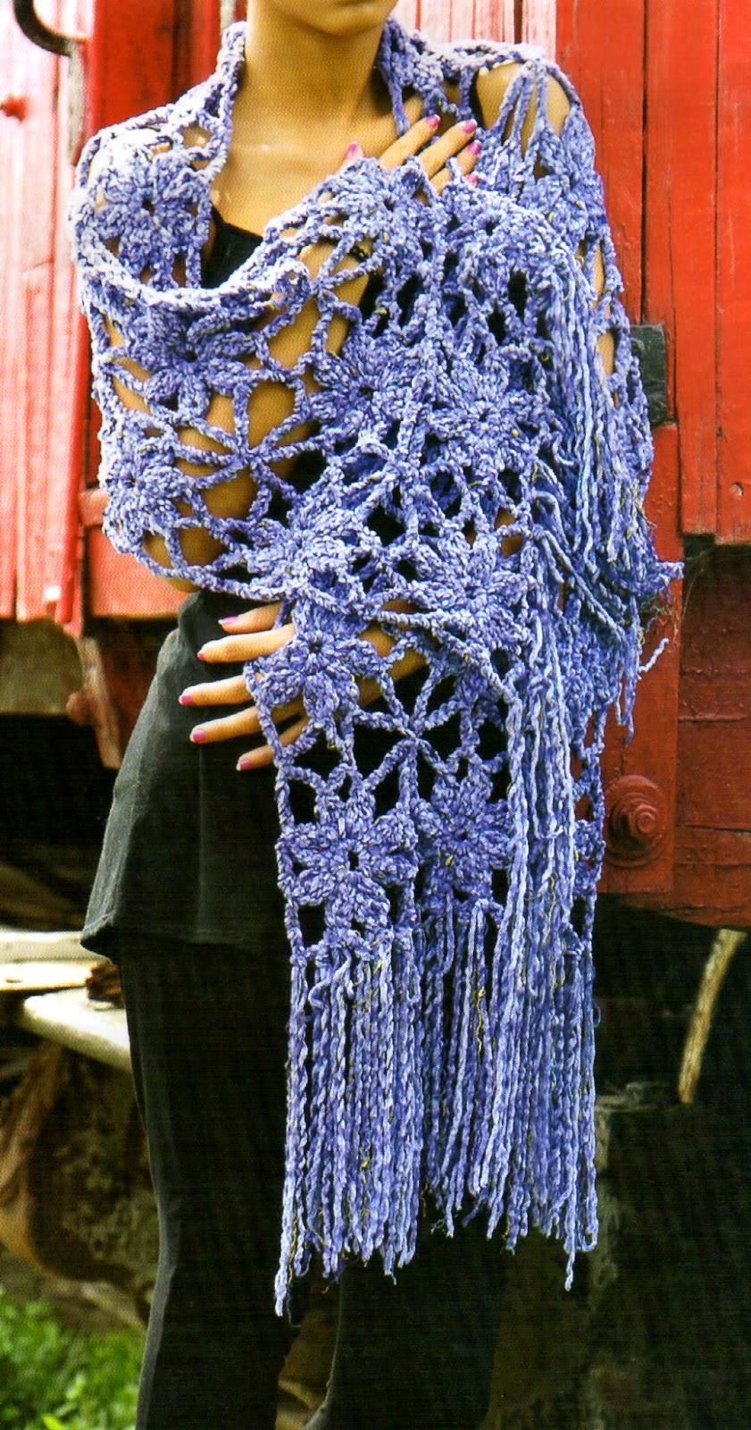 tejidos artesanales en crochet: chal de sutil calado tejido en crochet