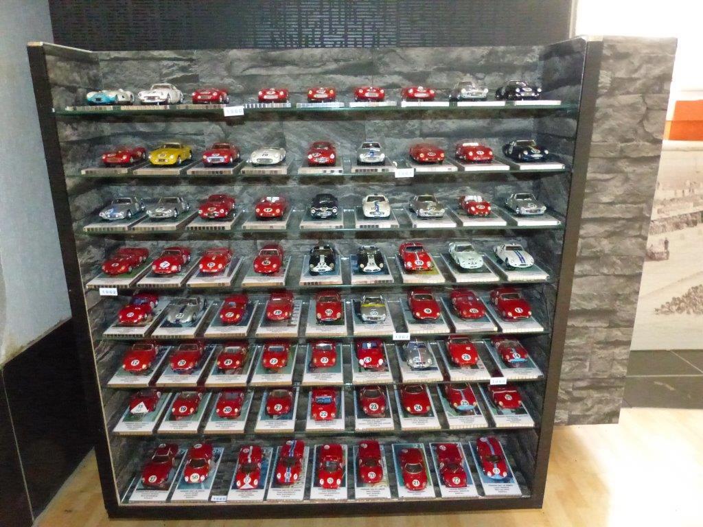 1 43 e altro klaus padelek e la sua collezione di ferrari 1 43 a le mans. Black Bedroom Furniture Sets. Home Design Ideas
