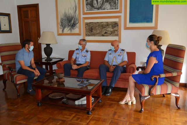 El Cabildo recibe la visita al general jefe del Mando Aéreo de Canarias