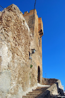 Más escaleras en el Castillo de Buñol para salir del recinto.
