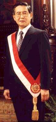 Foto de Alberto Fujimori más joven con banda presidencial