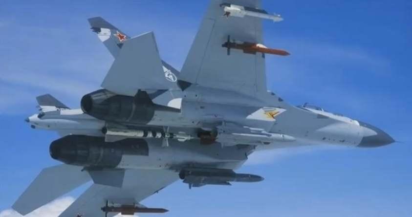 Gambar pesawat tempur sukhoi TNI AU membawa rudal krypton