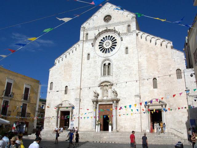 kościół w centrum Bari, urokliwe uliczki