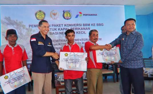 Bupati Kepulauan Selayar Serahkan Bantuan Mesin Konversi BBG, Kepada 1.261 Nelayan