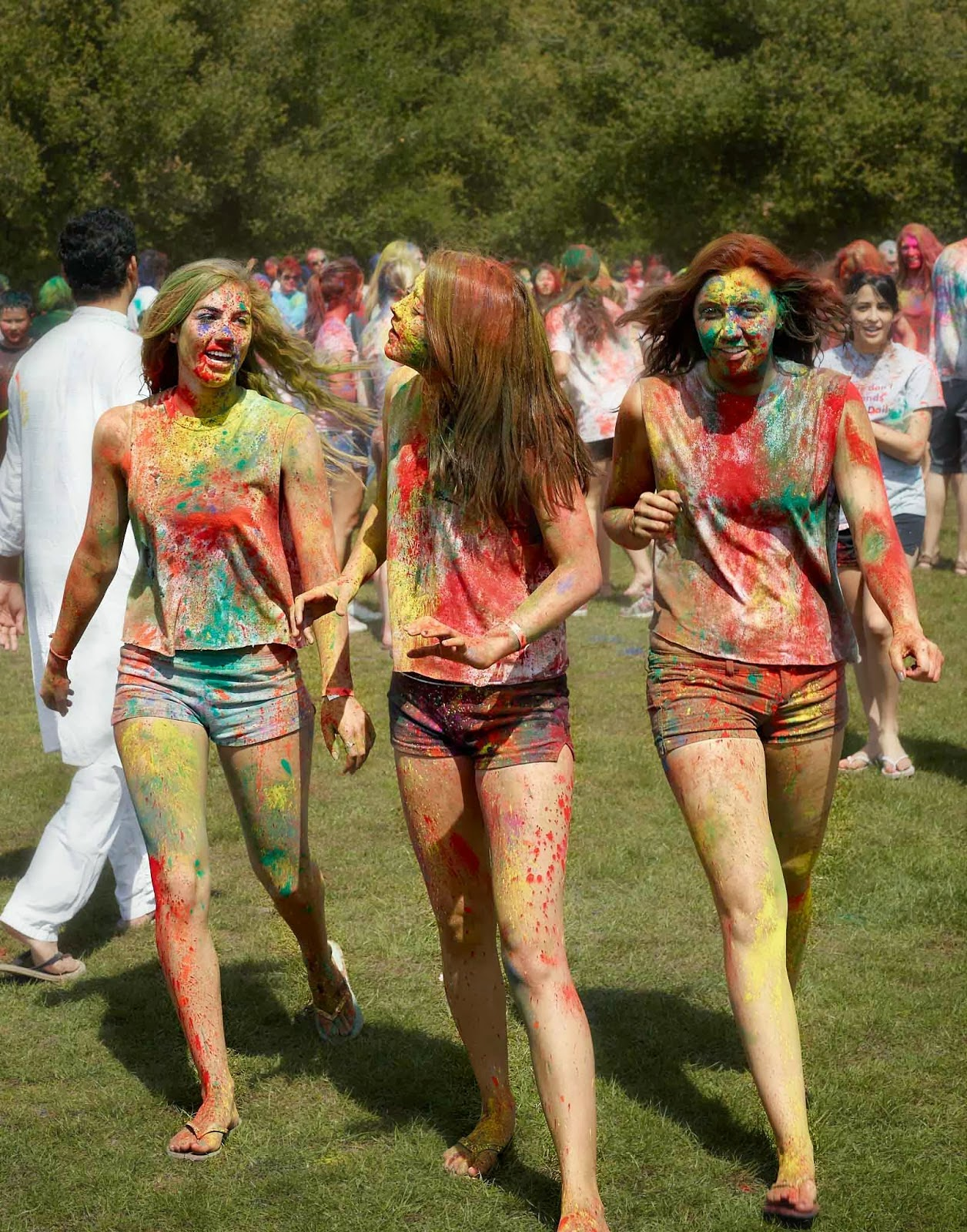 girls-in-hot-pants-playing-holi