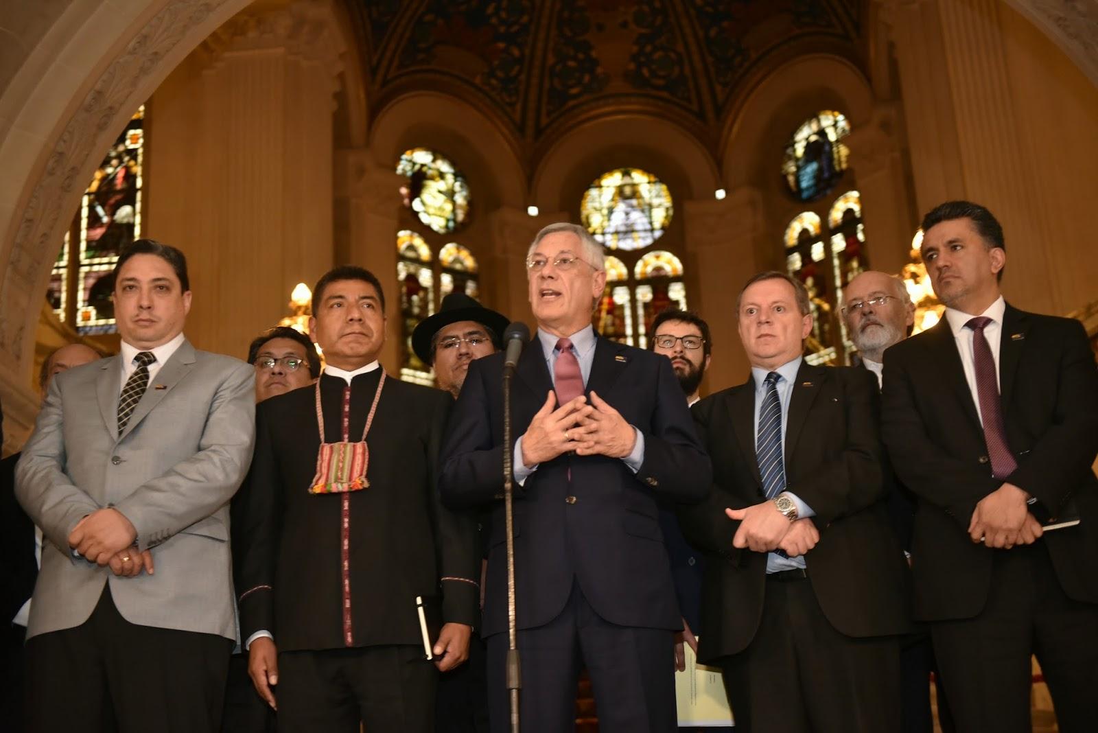 Equipo jurídico boliviano en La Haya / ABI