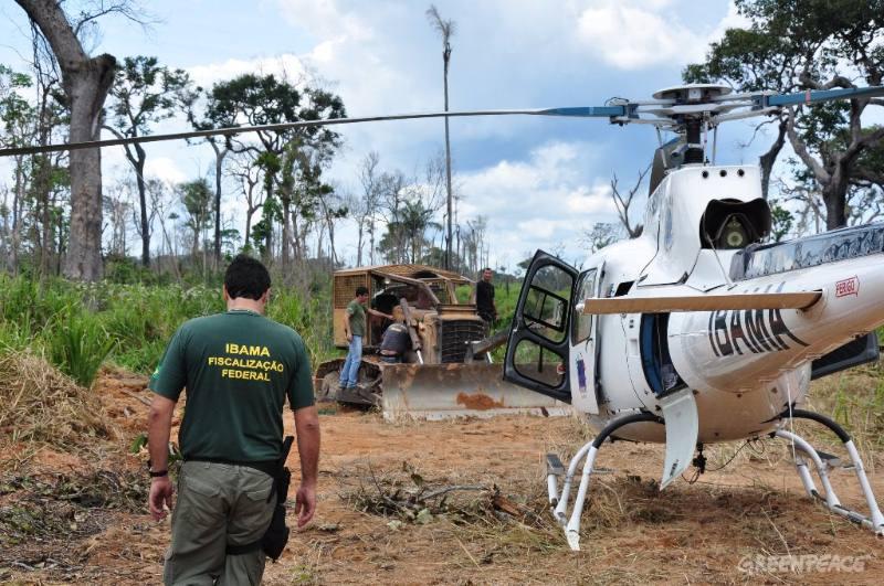 IBAMA em ação! - Fonte: http://www.juruaonline.net/wp-content/uploads/2012/03/fiscais-do-ibama-em-a-o-no-pa.jpg
