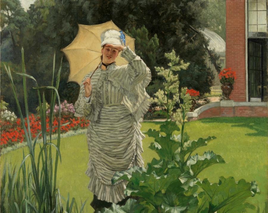Mujer con sombrilla en un jardín en primavera