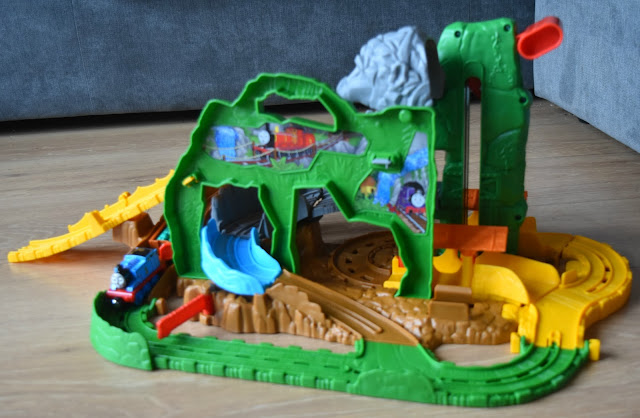 thomas and friends take and play jungle quest