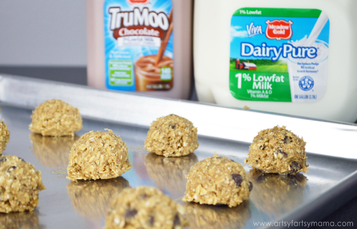 Oatmeal Chocolate Chip Cookies at artsyfartsymama.com #StartRightEndRight #CG