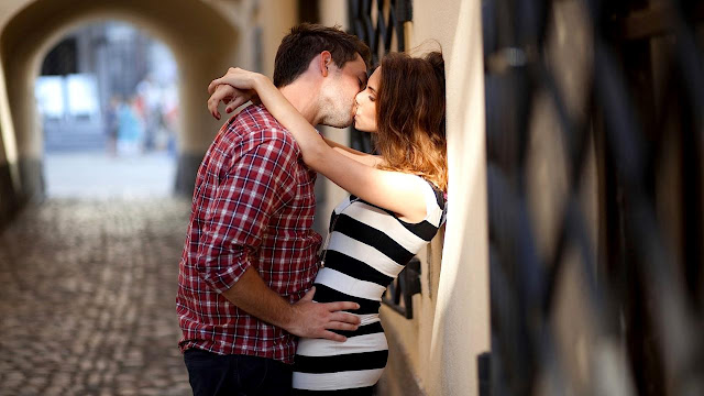 love kiss wallpaper