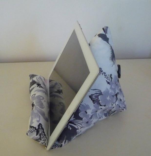 cuill re aiguille et scie sauteuse support tablette diy. Black Bedroom Furniture Sets. Home Design Ideas