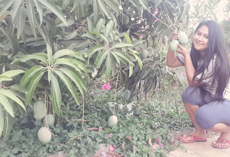 Bhojpuri hot Actress Priyanka Pandit photo in Park