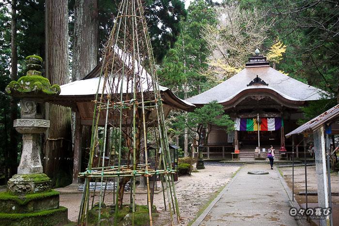 vue sur l'allée principale du sanbustu ji et yuki tsuri au premier plan