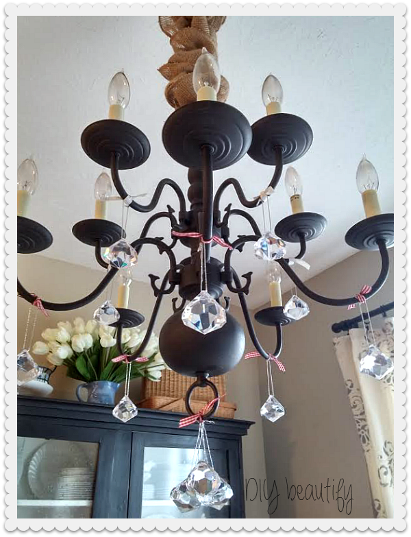 Hang ornaments from light fixture www.diybeautify.com