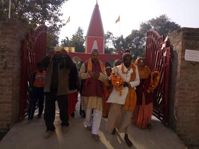रायबरेली: श्री राम आश्रम अहिया रायपुर के छोटे महंत रामदास जी महाराज मुख्यमंत्री योगी आदित्यनाथ से मिलने पैदल हुए रवाना।। Raebareli News ।।