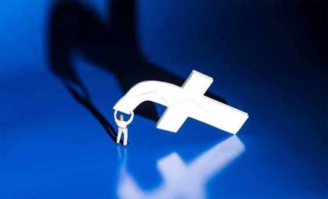"""شهدت مواقع التواصل الاجتماعي الأشهر عالميا، """"فيسبوك""""، """"إنستغرام""""، و""""واتسآب""""، أمس الأحد 14 أفريل 2019، عطلا مفاجئًا مما أثار صدمة كبرى لدى المستخدمين الذين تساءلوا عن أسباب هذا الخلل الذي دام 3 ساعات كاملة في مختلف أنحاء العالم."""