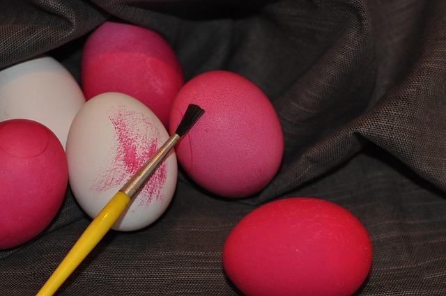 Πώς να βάψεις τα Πασχαλινά αυγά με τα παιδιά