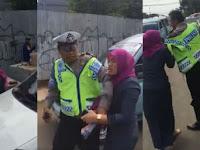 Begini Klarifikasi Mengejutkan Dari Adik Ibu-ibu Yang Ngamuk Dan Cakar Polisi