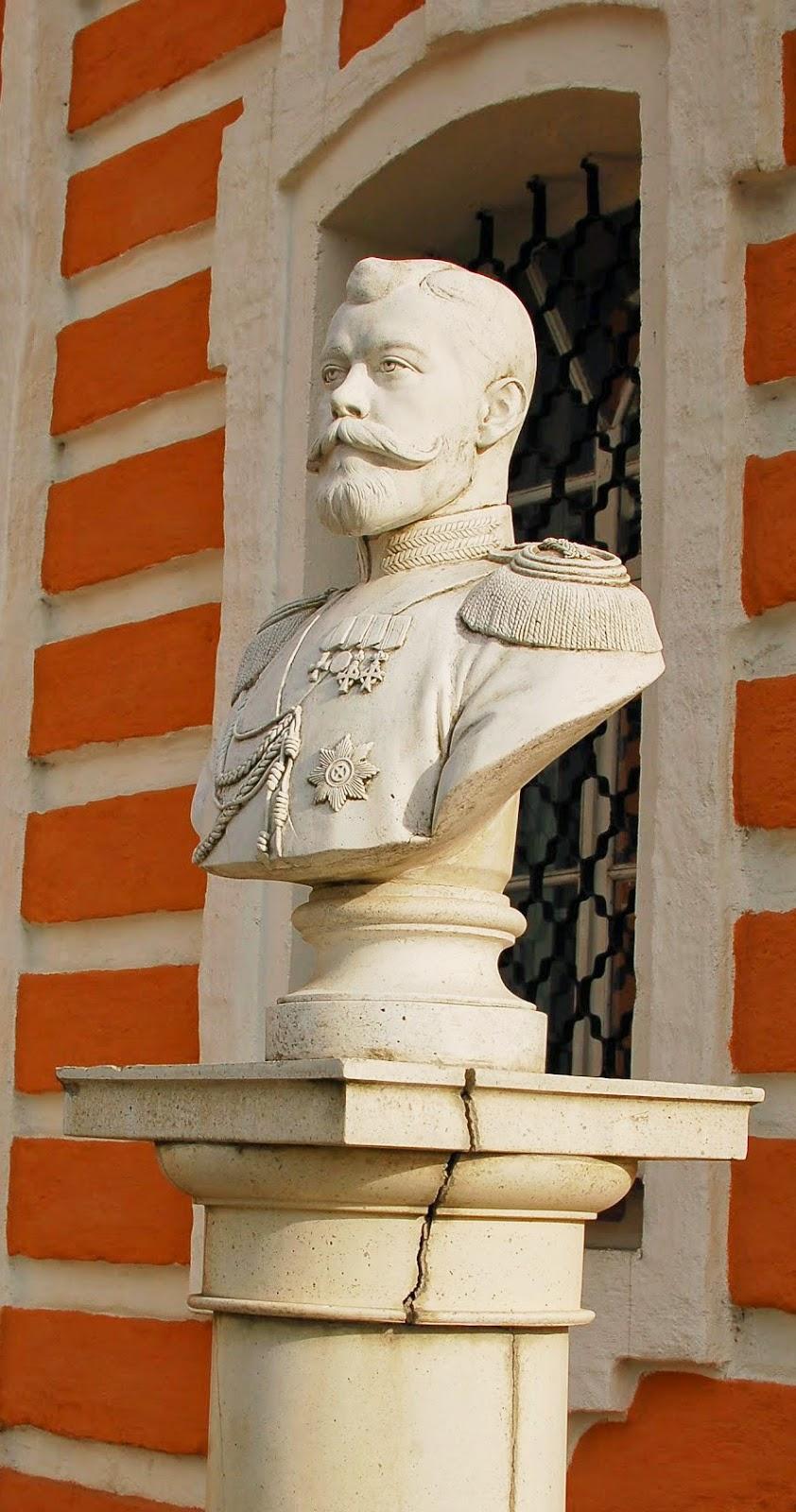Сергиев Посад, Клементьевка, памятник Николаю II