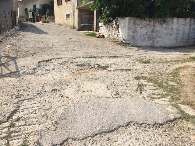 """"""" Άλλος Δρόμος"""": Πλήρης εγκατάλειψη του οδικού δικτύου στην Καρυά"""