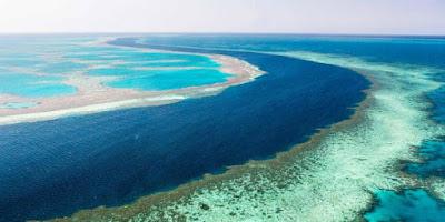 Lubang Raksasa di Laut Australia