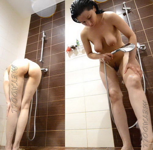 Showerroom 1619-1629 (Models shower captured by spycam)