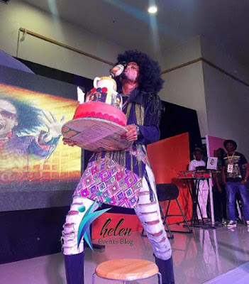 Denrele looks dapper as he turns 33, flaunts birthday cake