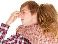 Penyebab dan Cara Mengatasi Rambut Bau Apek atau Bau Busuk Secara Alami