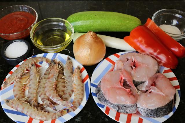 Ingredientes para merluza con verduritas y langostinos